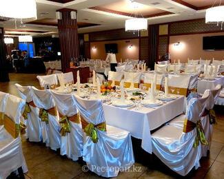 Приглашаем отметить  любые  торжества в в банкетном зале Brown, уютные номера гостиницы для ваших гостей в подарок!