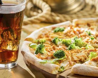 Вкусный дуэт: Coca-Cola в подарок к пицце от ресторана Nuri