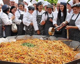 Больше, чем еда: самые вкусные мировые рекорды и самый большой бешбармак