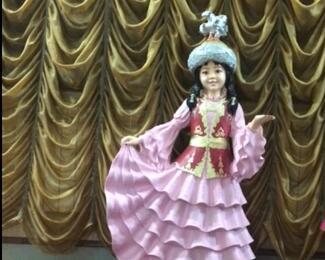 Новая скульптура «Қазақ қызы» в банкетном зале «Бакыт»