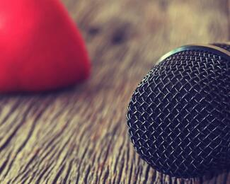 Поющий Валентин приглашает вас в Karaoke club & cafe Largo