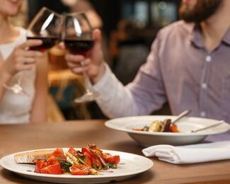 Ужин с любимой: что приготовили для женщин рестораны Астаны