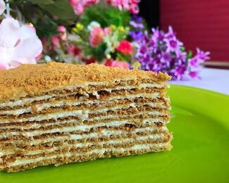 Сладкий праздник с тортами «Хани»