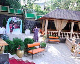 Свадебное торжество на летней террасе «Шам-Сия»