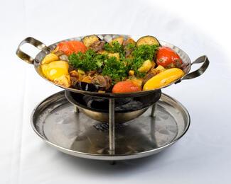 Горячая новинка — блюдо «Садж» в ресторанчике «AжуR»