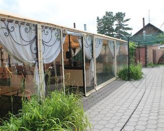 На теплую летнюю террасу в ресторанчик «АжуR»