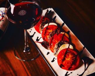 Бесплатная дегустация вина в семейном кафе «Хомяк»