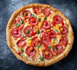 Пицца с салями и перцем